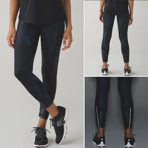 Lululemon Black and Navy 7/8 Luxtreme Tights EUC